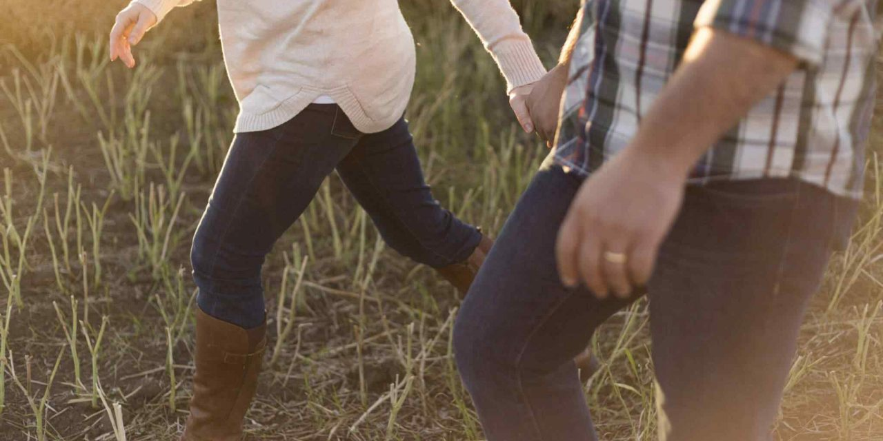 https://sustainableparenting.com/wp-content/uploads/2018/01/img-class-marriage-04-1280x640.jpg